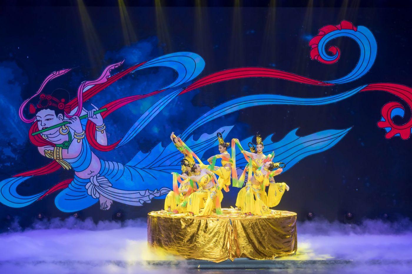 沂蒙大地上 有一种舞蹈叫飞天 这是几位临沂女孩的杰作 美轮美奂 ..._图1-58