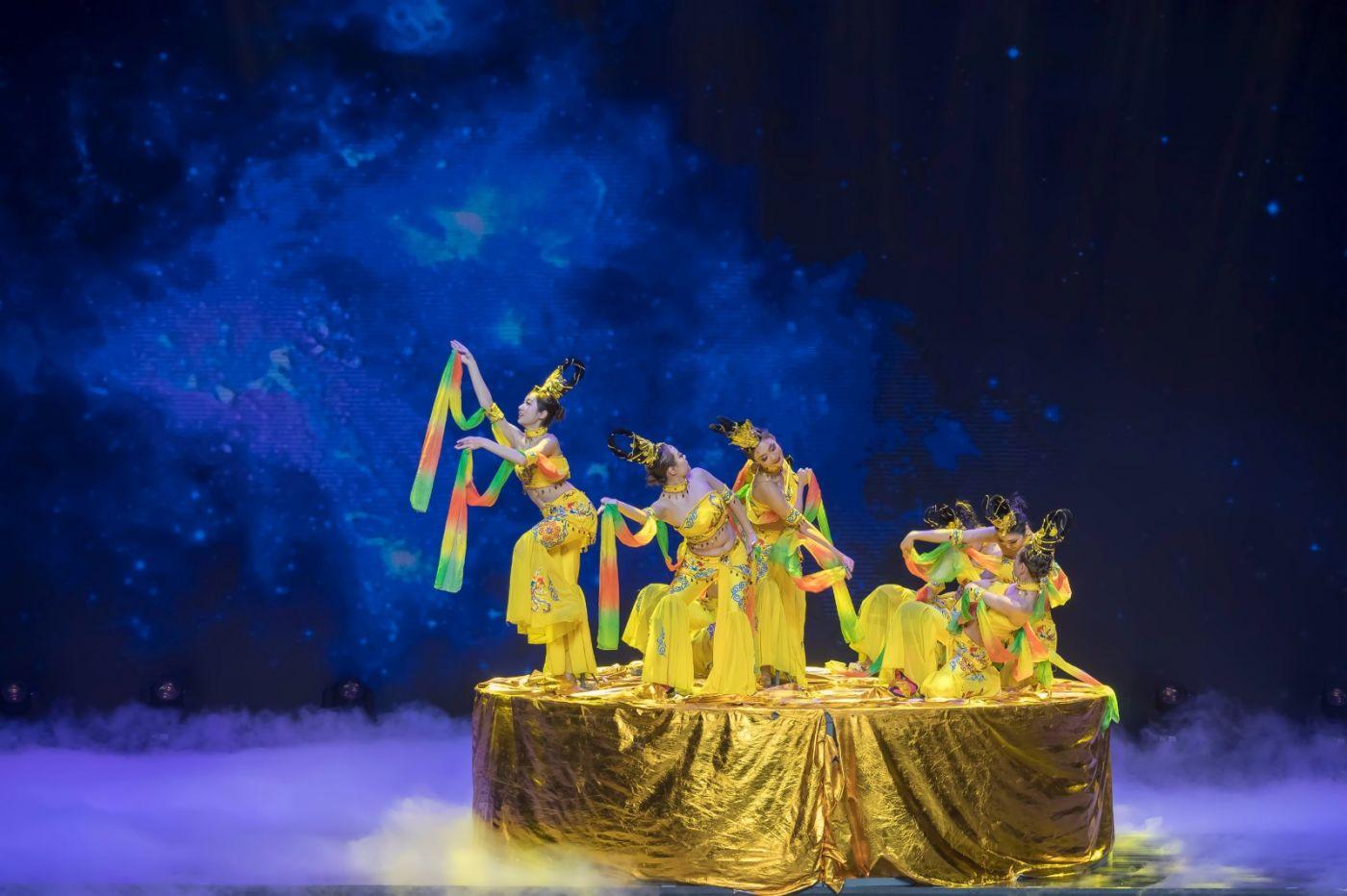 沂蒙大地上 有一种舞蹈叫飞天 这是几位临沂女孩的杰作 美轮美奂 ..._图1-60