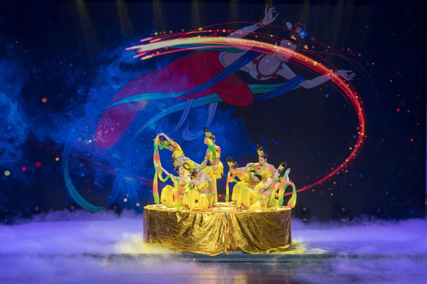 沂蒙大地上 有一种舞蹈叫飞天 这是几位临沂女孩的杰作 美轮美奂 ..._图1-61