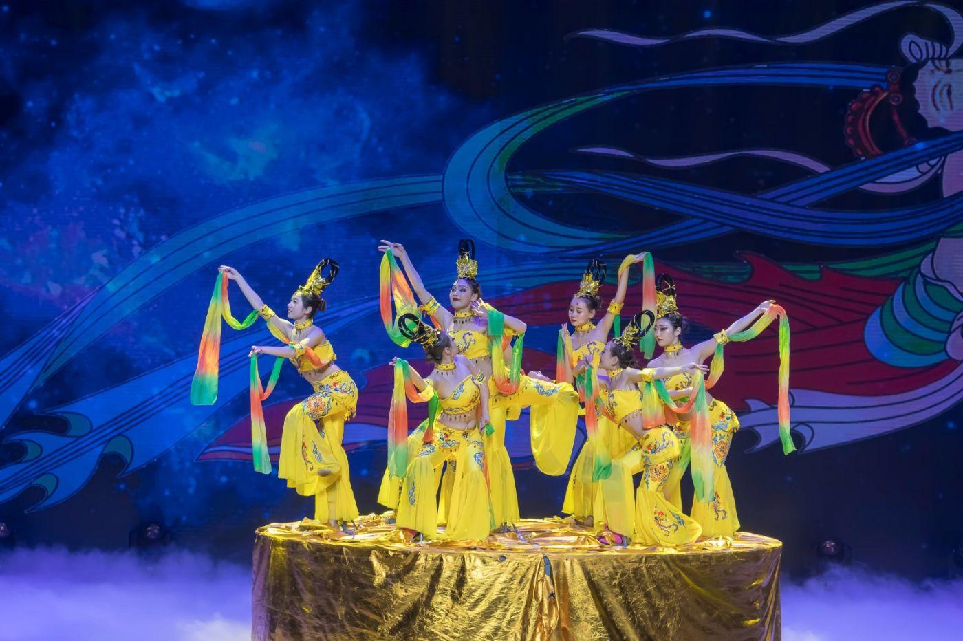 沂蒙大地上 有一种舞蹈叫飞天 这是几位临沂女孩的杰作 美轮美奂 ..._图1-63