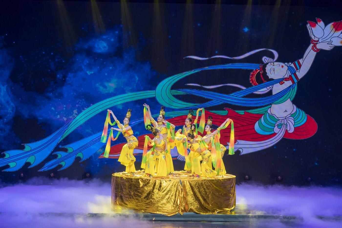沂蒙大地上 有一种舞蹈叫飞天 这是几位临沂女孩的杰作 美轮美奂 ..._图1-64