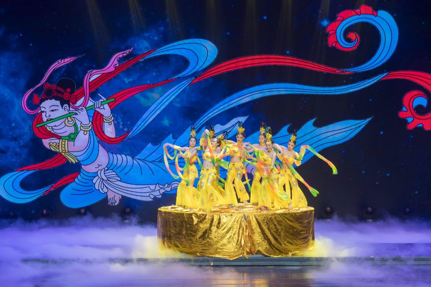 沂蒙大地上 有一种舞蹈叫飞天 这是几位临沂女孩的杰作 美轮美奂 ..._图1-65