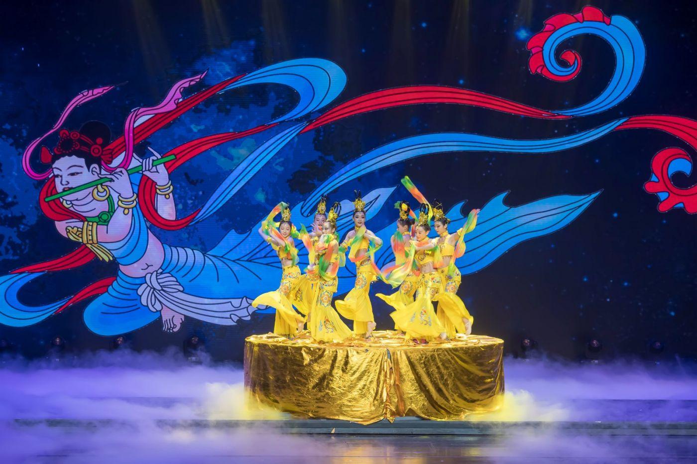 沂蒙大地上 有一种舞蹈叫飞天 这是几位临沂女孩的杰作 美轮美奂 ..._图1-66