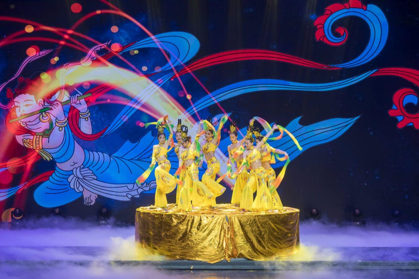 沂蒙大地上 有一种舞蹈叫飞天 这是几位临沂女孩的杰作 美轮美奂 ..._图1-67