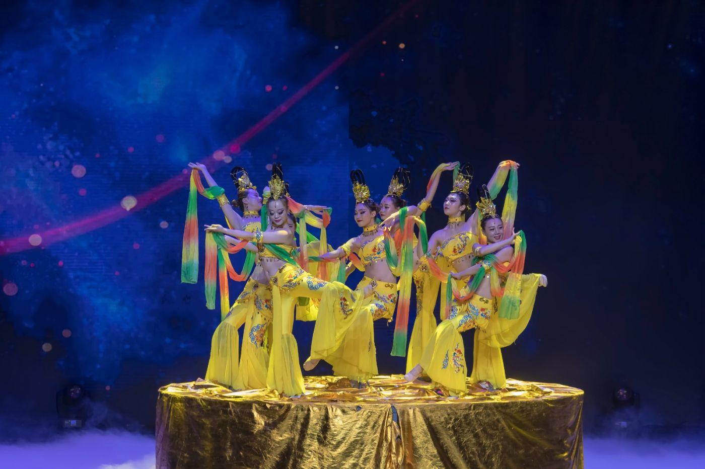 沂蒙大地上 有一种舞蹈叫飞天 这是几位临沂女孩的杰作 美轮美奂 ..._图1-69