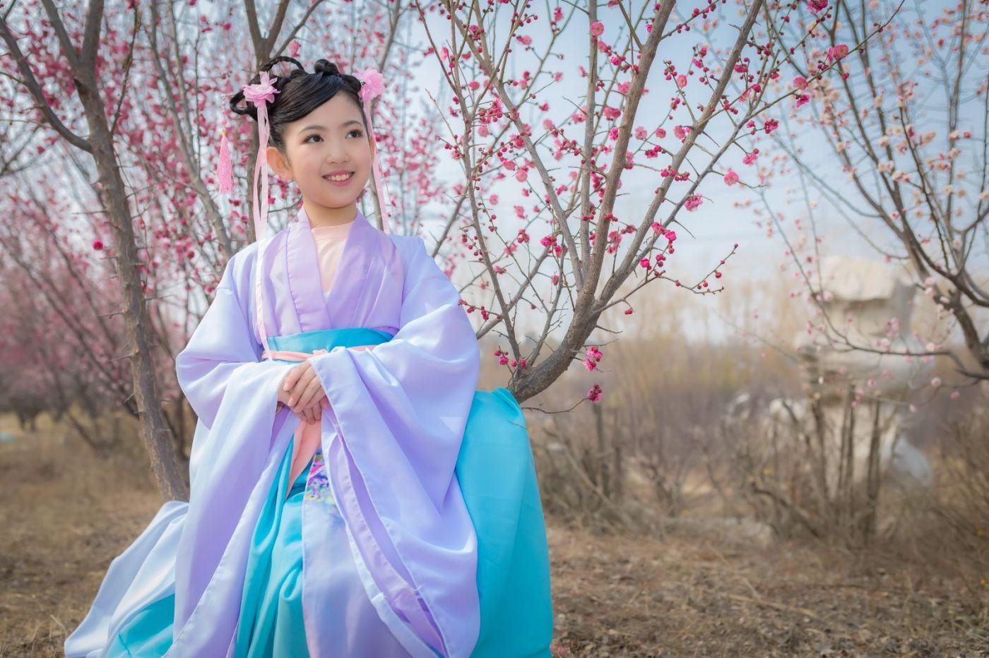 翟家小妮翟雅慧之春到梅园 花儿与少年系列 梅园尽显中国风_图1-5