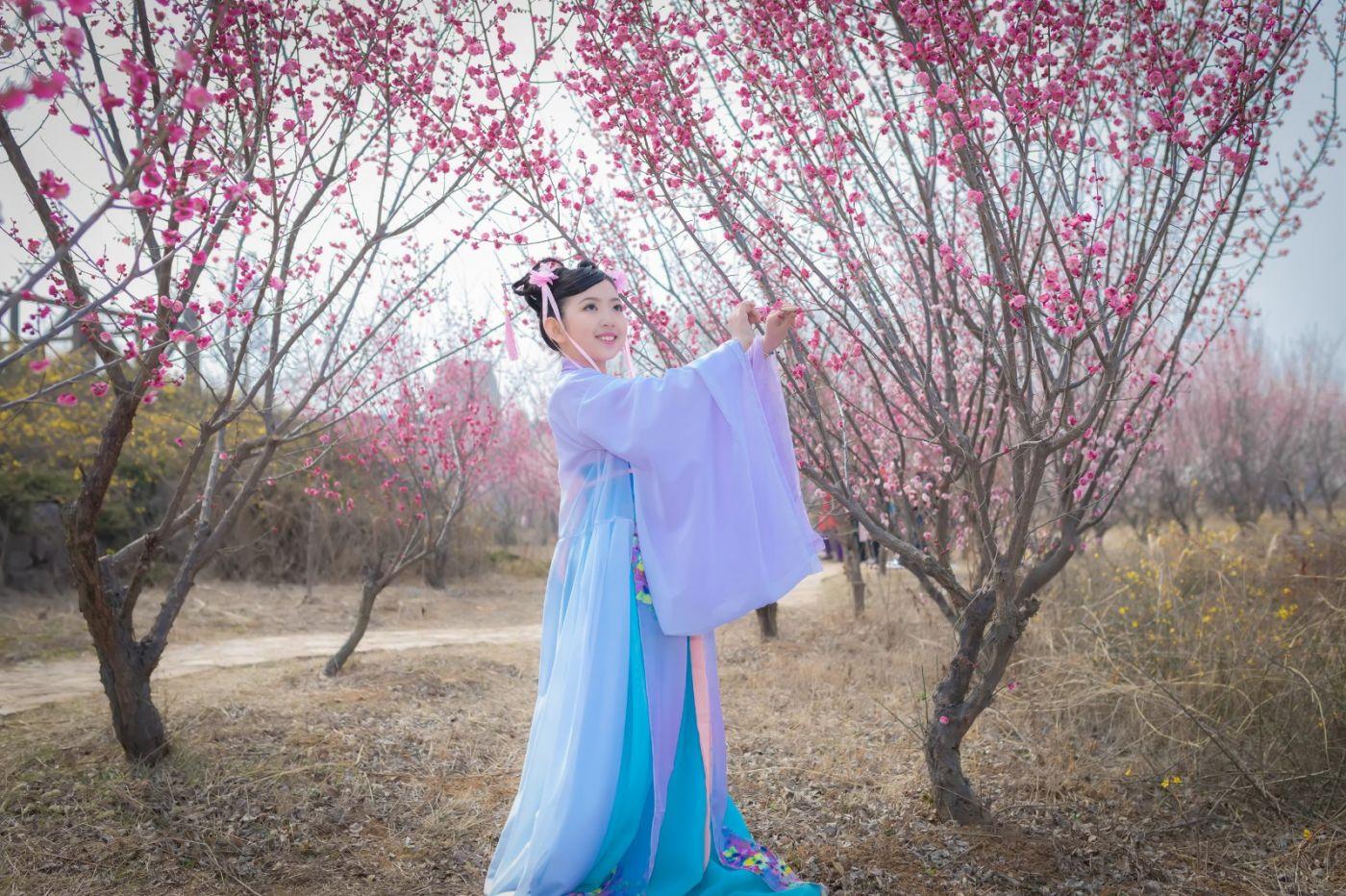 翟家小妮翟雅慧之春到梅园 花儿与少年系列 梅园尽显中国风_图1-6