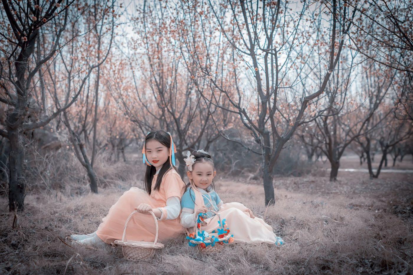梅林馀妍不争春 小小仙女下凡尘 在费县拍摄小小仙女候依琳_图1-2