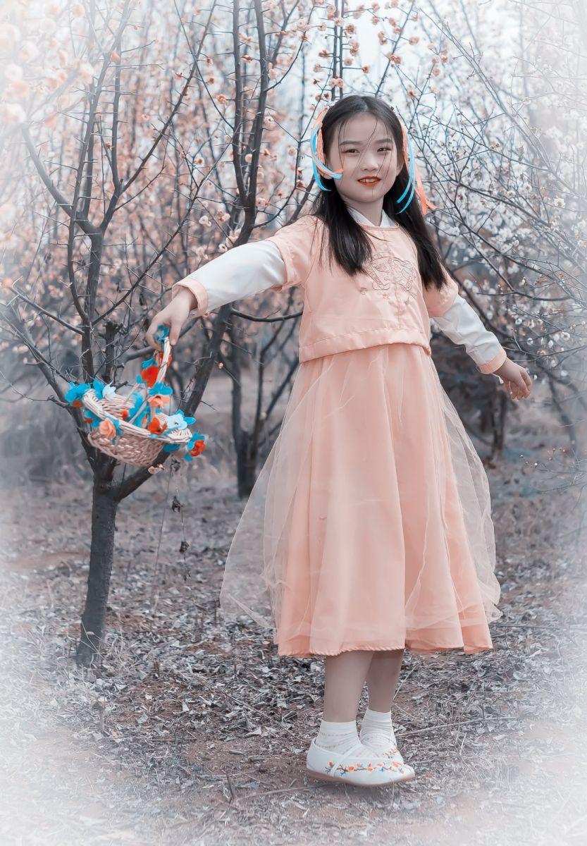 梅林馀妍不争春 小小仙女下凡尘 在费县拍摄小小仙女候依琳_图1-17