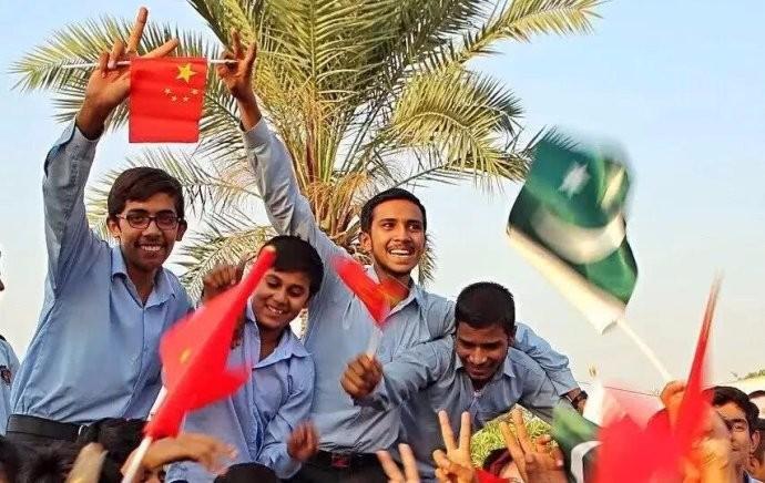 中国包下巴基斯坦上万吨的滞销水果 让国内吃货们高兴乐的不得了 ..._图1-1
