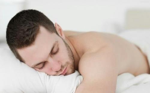 男性裸睡的6大好處,第二項老婆最喜歡,對健康而言,不妨試試! ..._图1-1