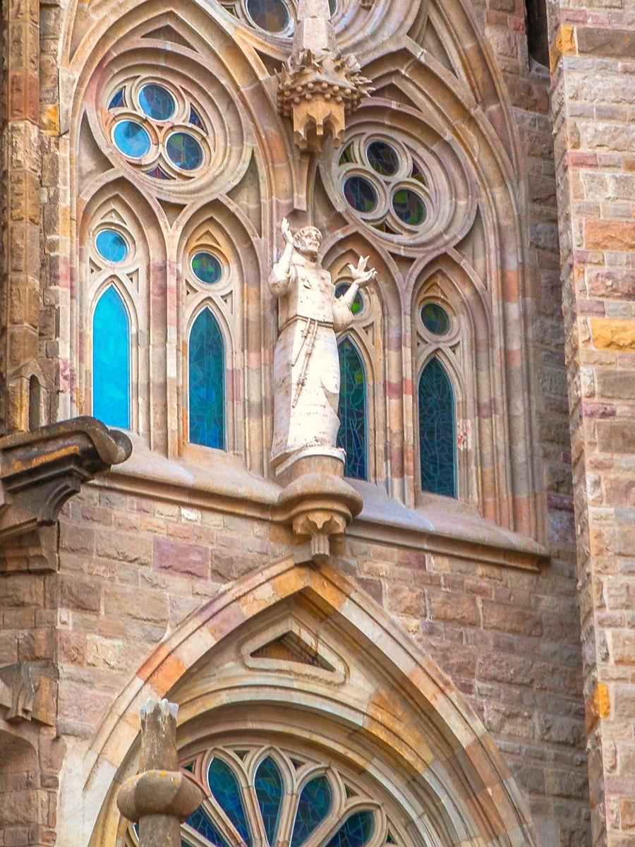 西班牙圣家堂(Sagrada Família), 传统里的超现实_图1-30