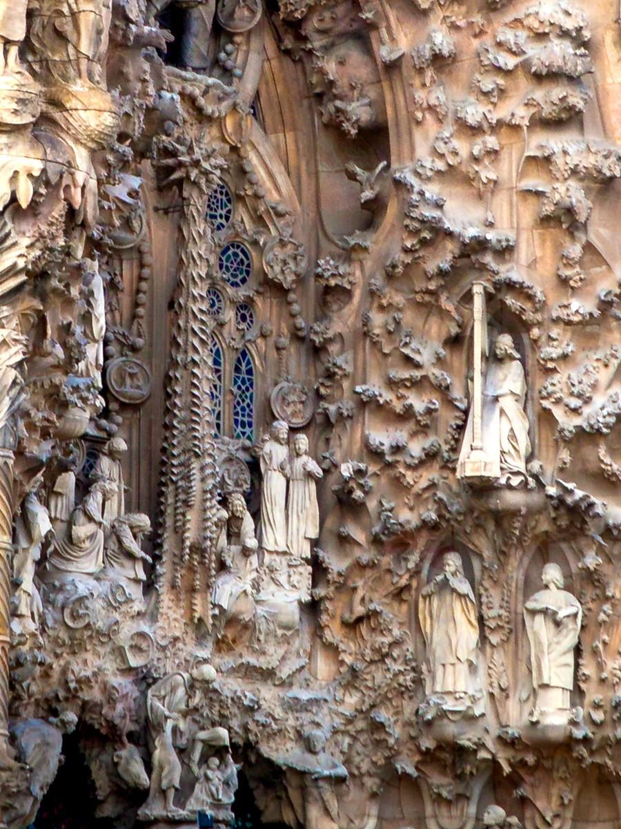 西班牙圣家堂(Sagrada Família), 传统里的超现实_图1-22