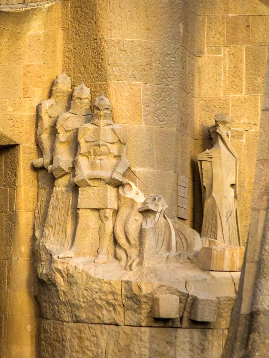 西班牙圣家堂(Sagrada Família), 传统里的超现实_图1-12