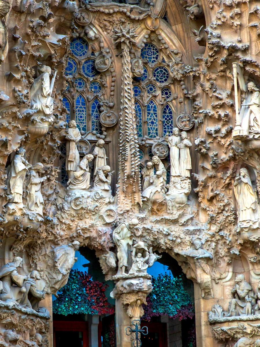 西班牙圣家堂(Sagrada Família), 传统里的超现实_图1-3
