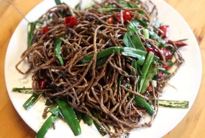 中国人有多爱吃韭菜?春天打个饱嗝,嘴里喷出一股韭菜味儿 ..._图1-4