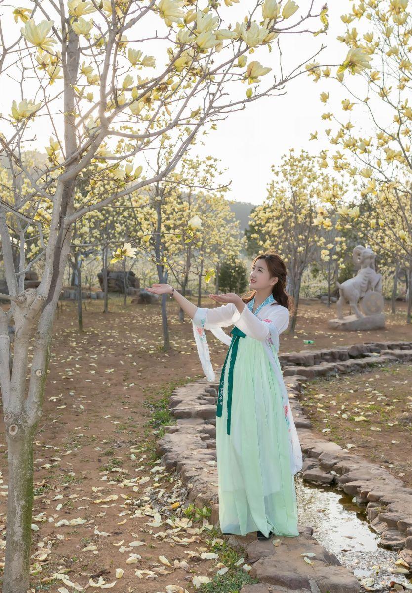 柿子妮又来了女孩越来越漂亮了穿上汉服的她在马泉花海中_图1-10