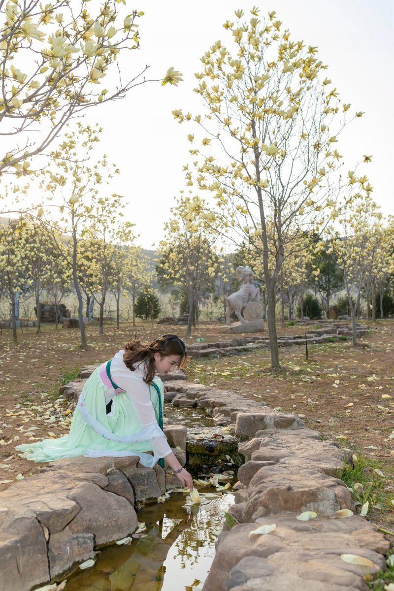 柿子妮又来了女孩越来越漂亮了穿上汉服的她在马泉花海中_图1-13