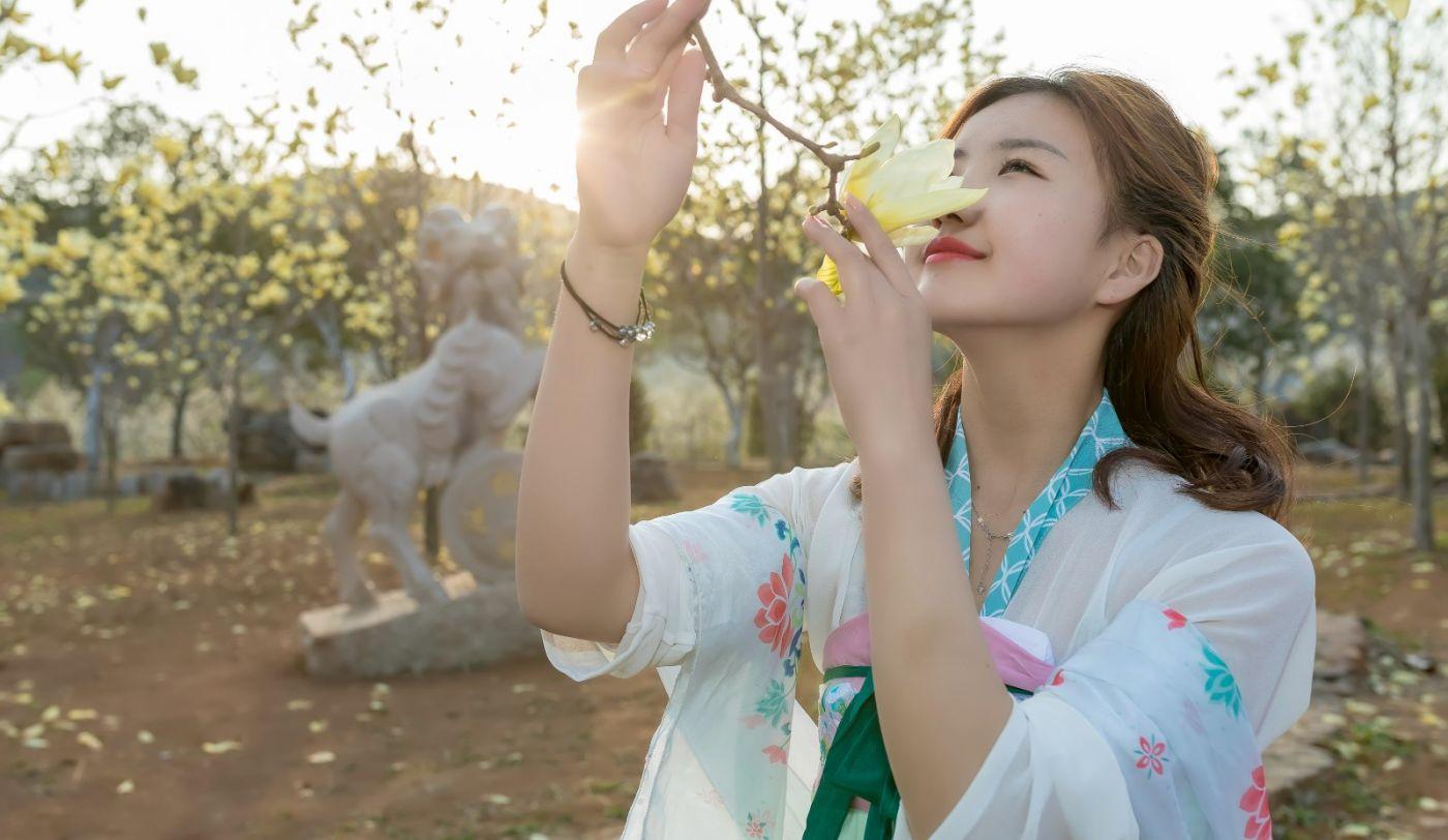 柿子妮又来了女孩越来越漂亮了穿上汉服的她在马泉花海中_图1-20