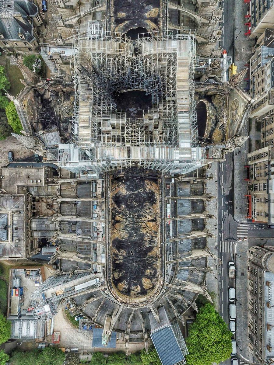 """惨不忍睹:大火后的""""巴黎圣母院""""_图1-6"""