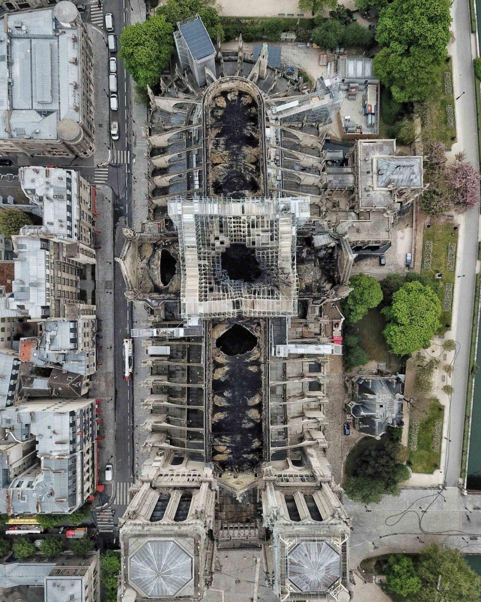 """惨不忍睹:大火后的""""巴黎圣母院""""_图1-7"""