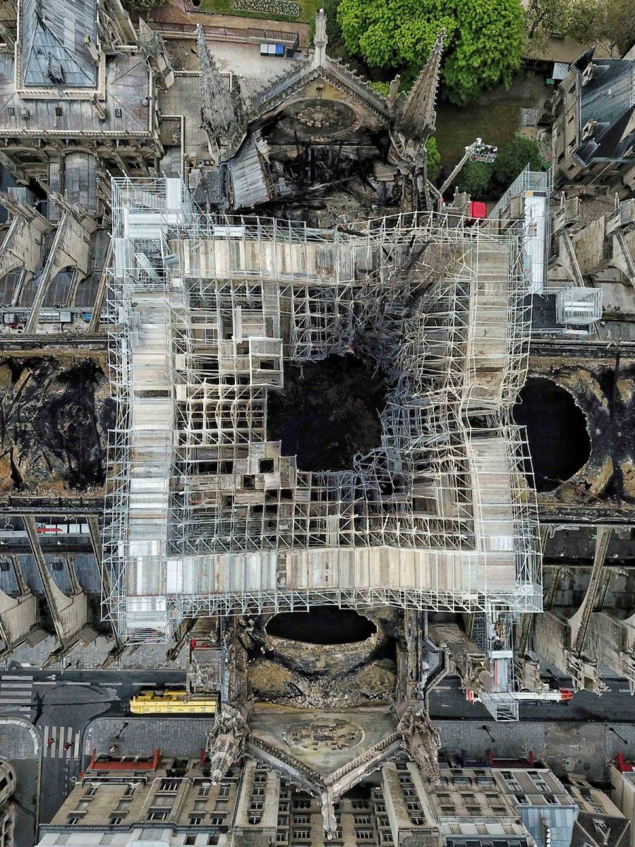"""惨不忍睹:大火后的""""巴黎圣母院""""_图1-8"""