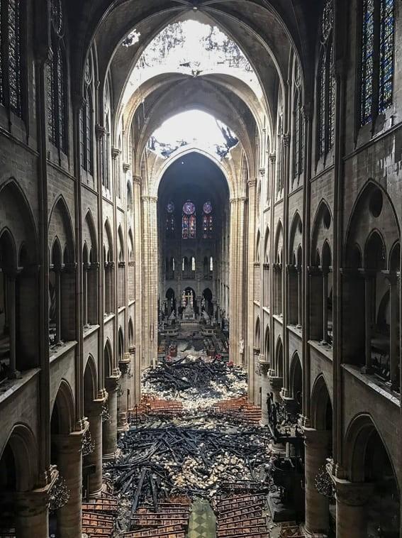 """惨不忍睹:大火后的""""巴黎圣母院""""_图1-9"""