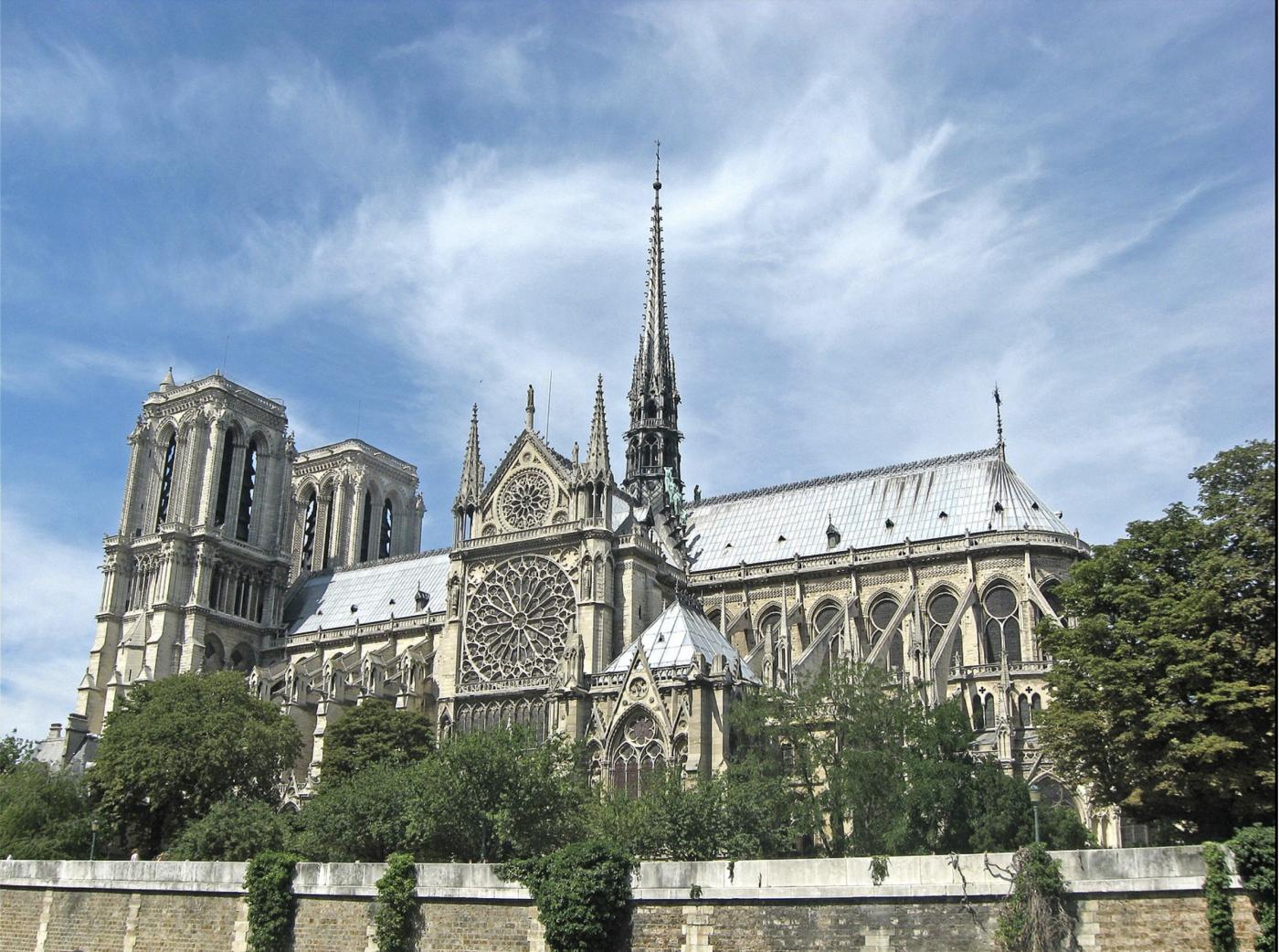 """惨不忍睹:大火后的""""巴黎圣母院""""_图1-2"""