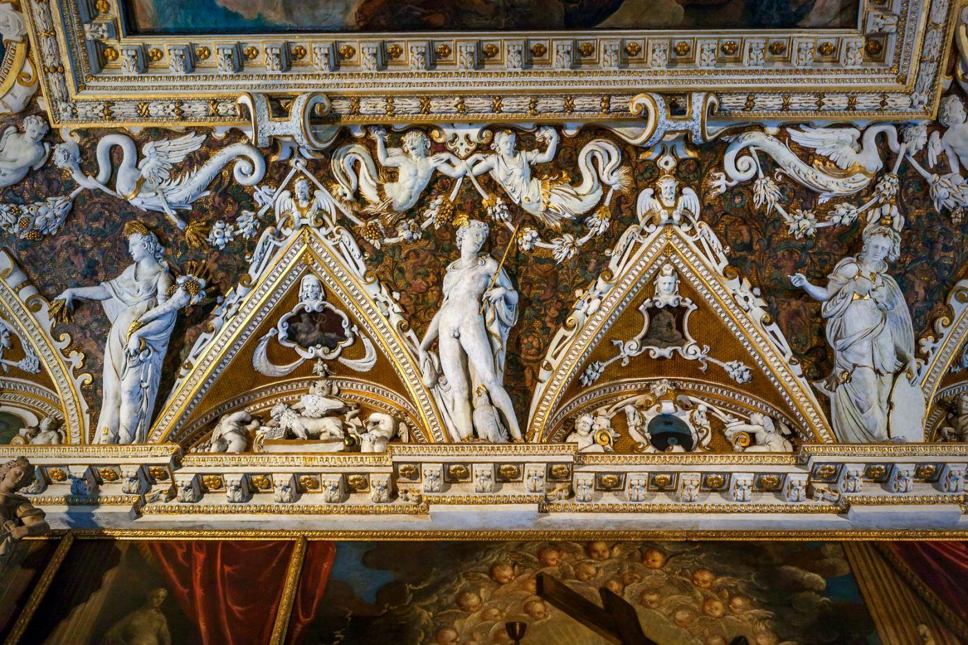 威尼斯圣马可大教堂(St Mark's Basilica), 精雕细琢的顶设_图1-2