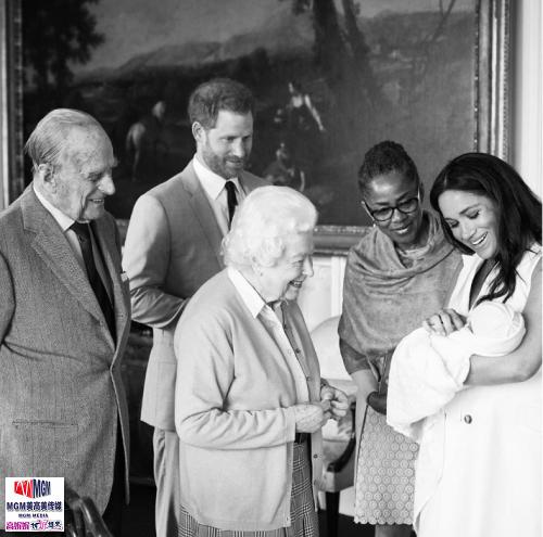 高娓娓:梅根王妃生子,既能当英国国王,又能当美国总统_图1-2