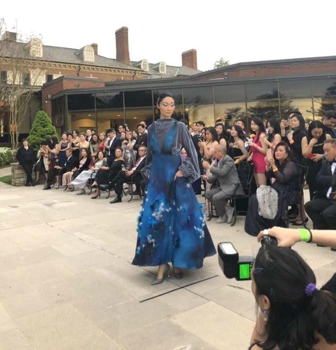 高娓娓:首届纽约疯狂亚裔富豪宴隆重登场,亚裔时尚奥斯卡精英辈出 ... ... ..._图1-5