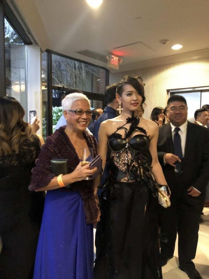 高娓娓:首届纽约疯狂亚裔富豪宴隆重登场,亚裔时尚奥斯卡精英辈出 ... ... ..._图1-8