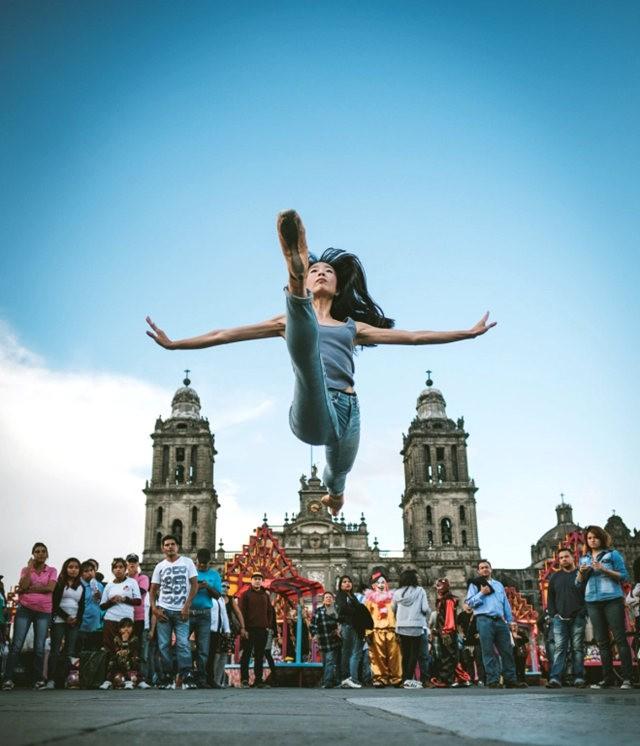 墨西哥芭蕾舞演员街上表演者_图1-1