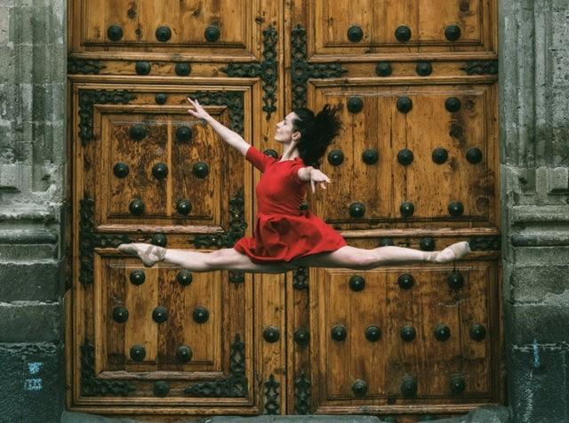 墨西哥芭蕾舞演员街上表演者_图1-2