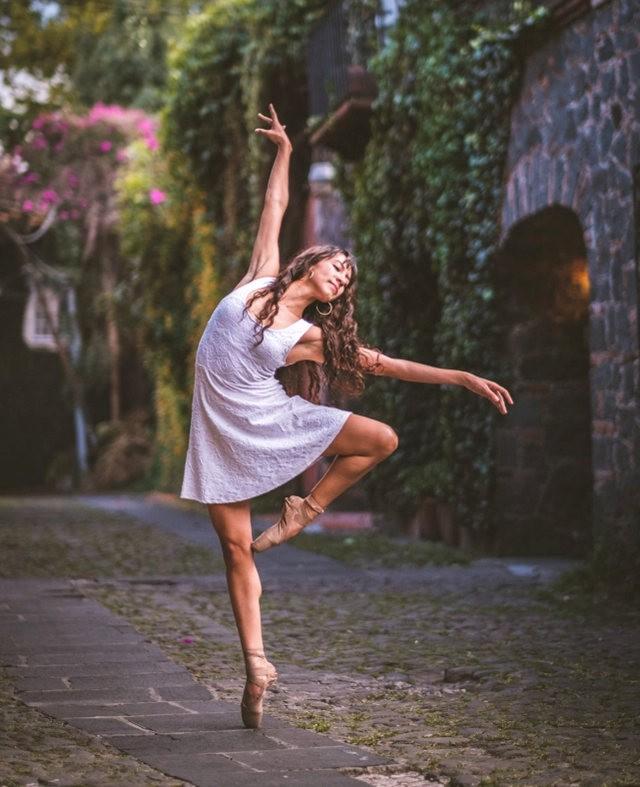 墨西哥芭蕾舞演员街上表演者_图1-3