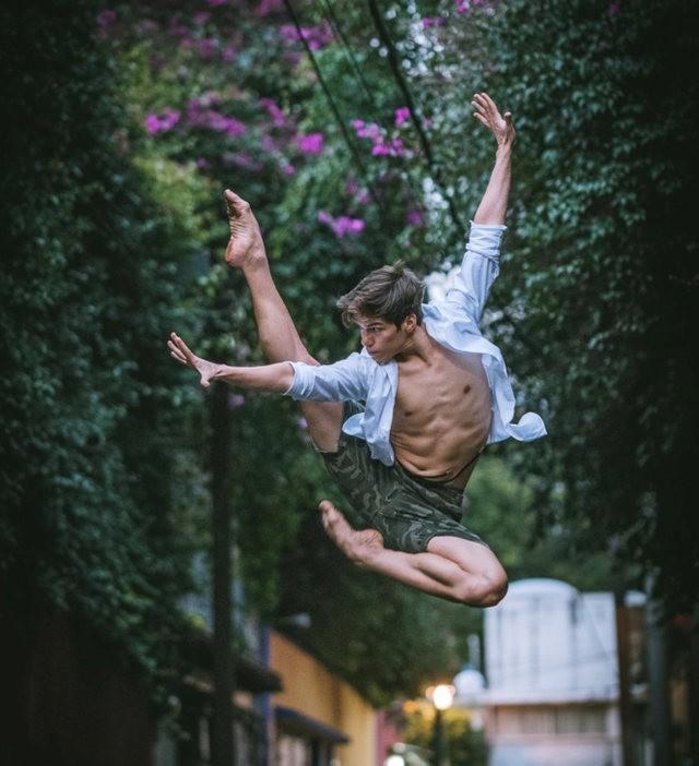 墨西哥芭蕾舞演员街上表演者_图1-4