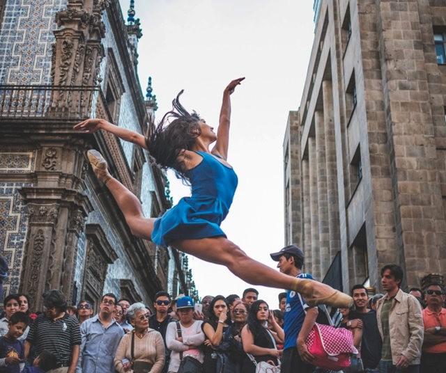 墨西哥芭蕾舞演员街上表演者_图1-6