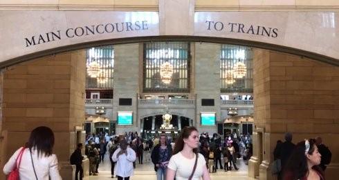 高娓娓:纽约地铁卖艺还要考执照,拼才艺海选前20才有资格_图1-2