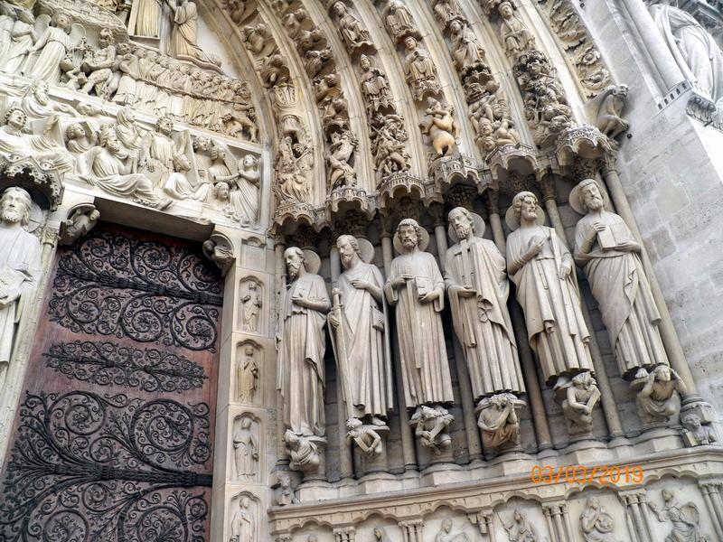 瞻仰巴黎圣母院_图1-2