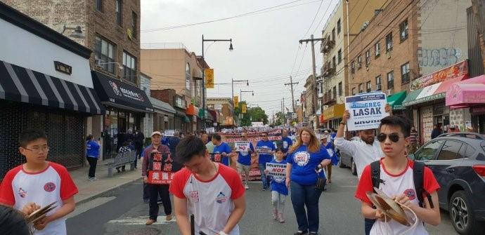 高娓娓:纽约500大学点居民游行,抗议建游民所_图1-2