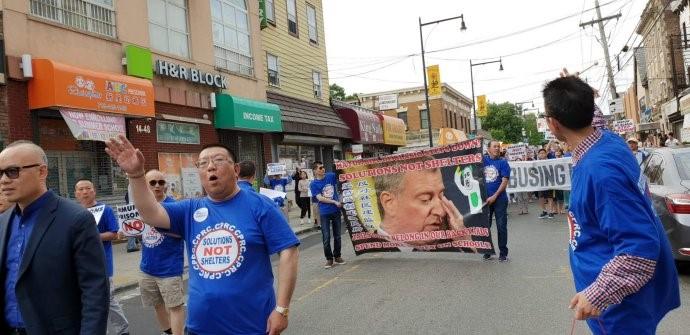 高娓娓:纽约500大学点居民游行,抗议建游民所_图1-3