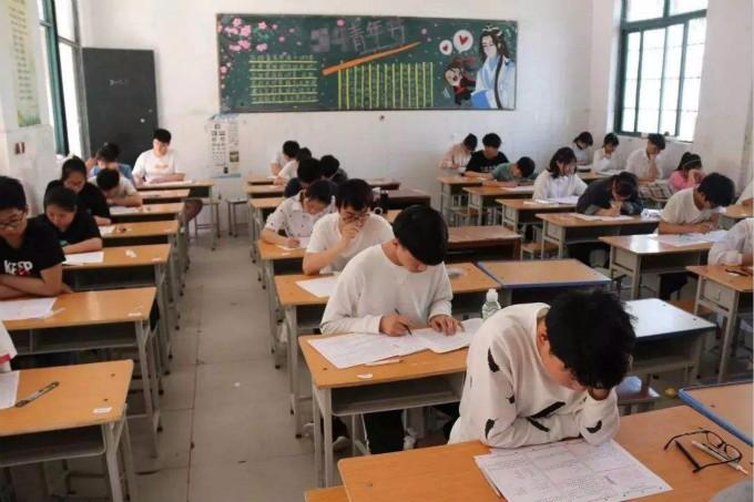 中国高考人数时隔十年重回千万考生,改革中求公平_图1-1
