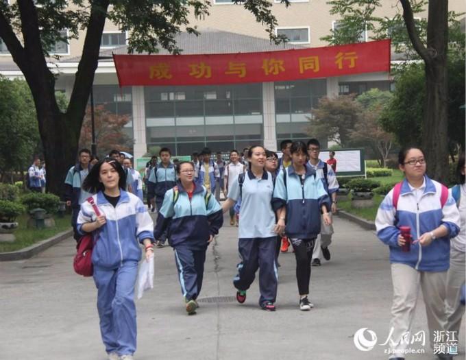 中国高考人数时隔十年重回千万考生,改革中求公平_图1-3