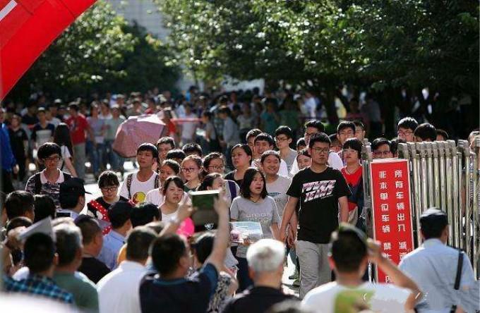 中国高考人数时隔十年重回千万考生,改革中求公平_图1-6