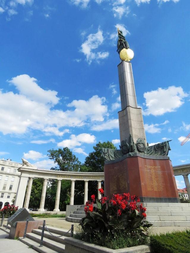 苏联红军纪念碑_图1-9