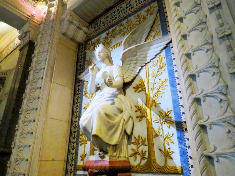 里昂富维耶圣母殿_图1-24