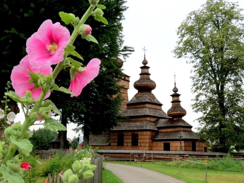 St.Paraskevi 木制教堂_图1-3