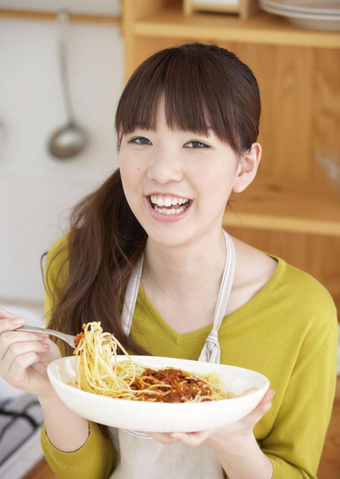 老北京味儿:烧茄子面条的制作方面,尝尝味道_图1-2
