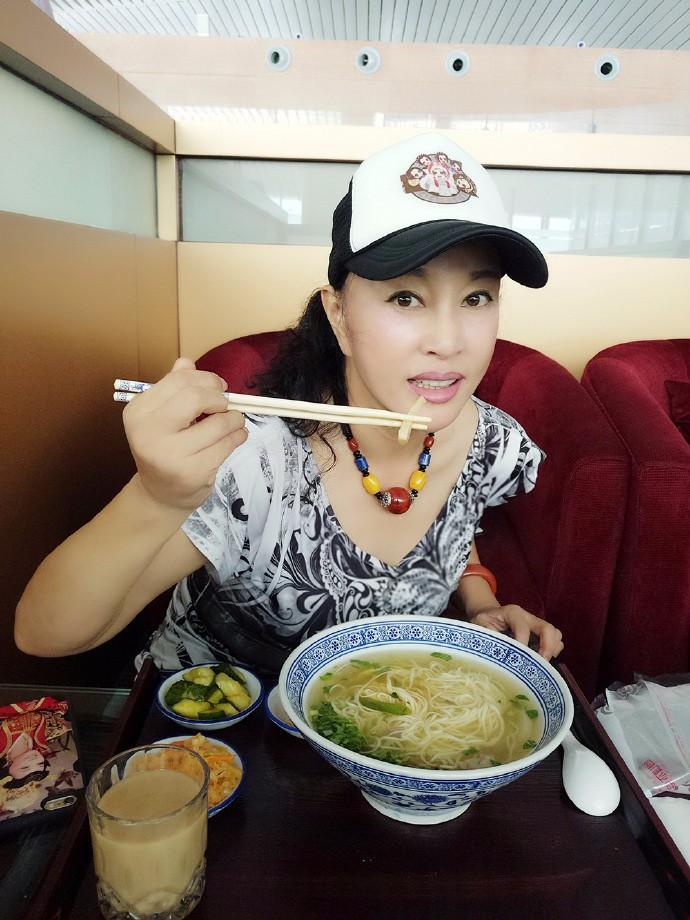 老北京味儿:烧茄子面条的制作方面,尝尝味道_图1-4