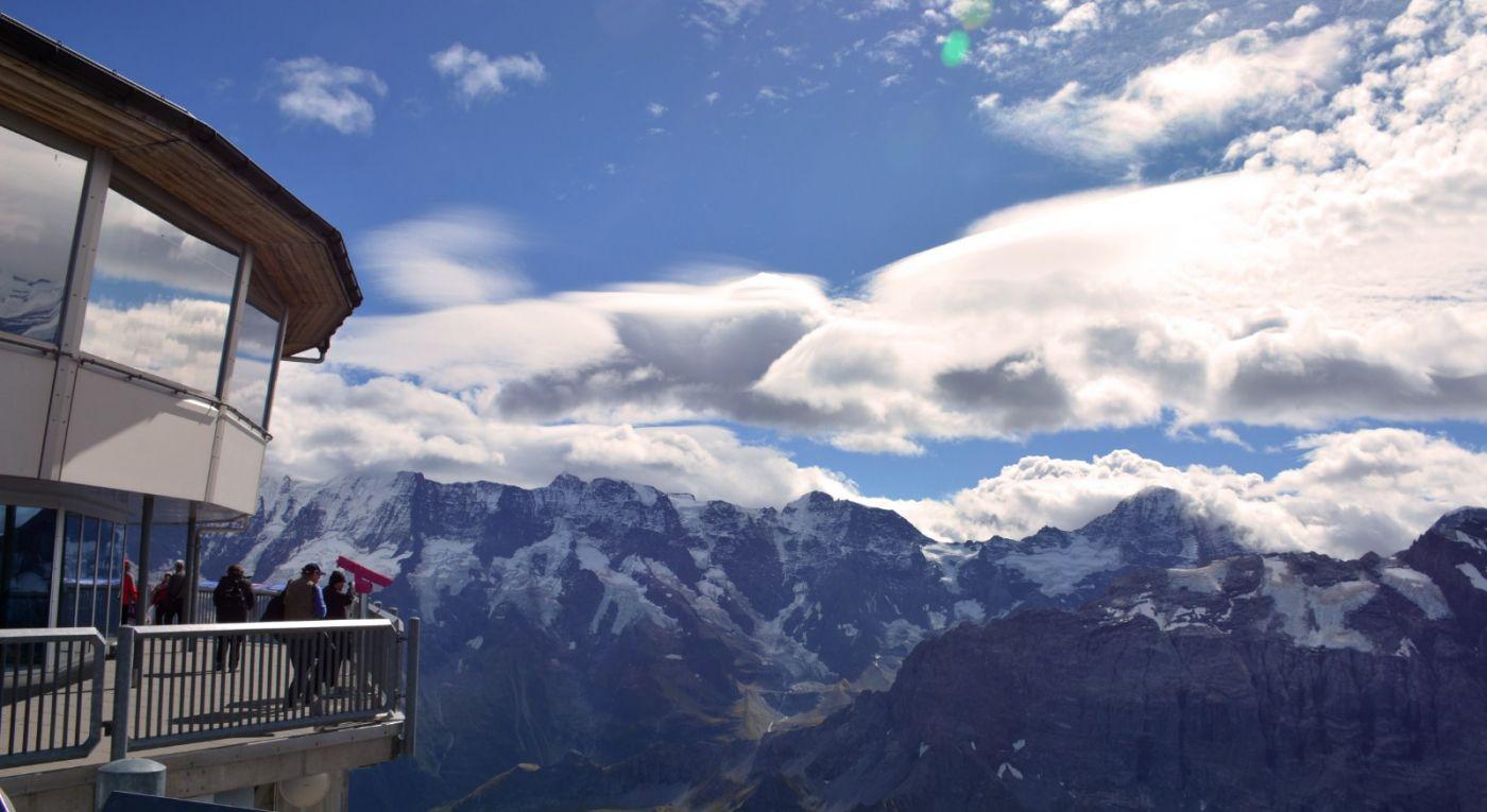 登上阿尔卑斯山遥望少女、勃朗峰_图1-2